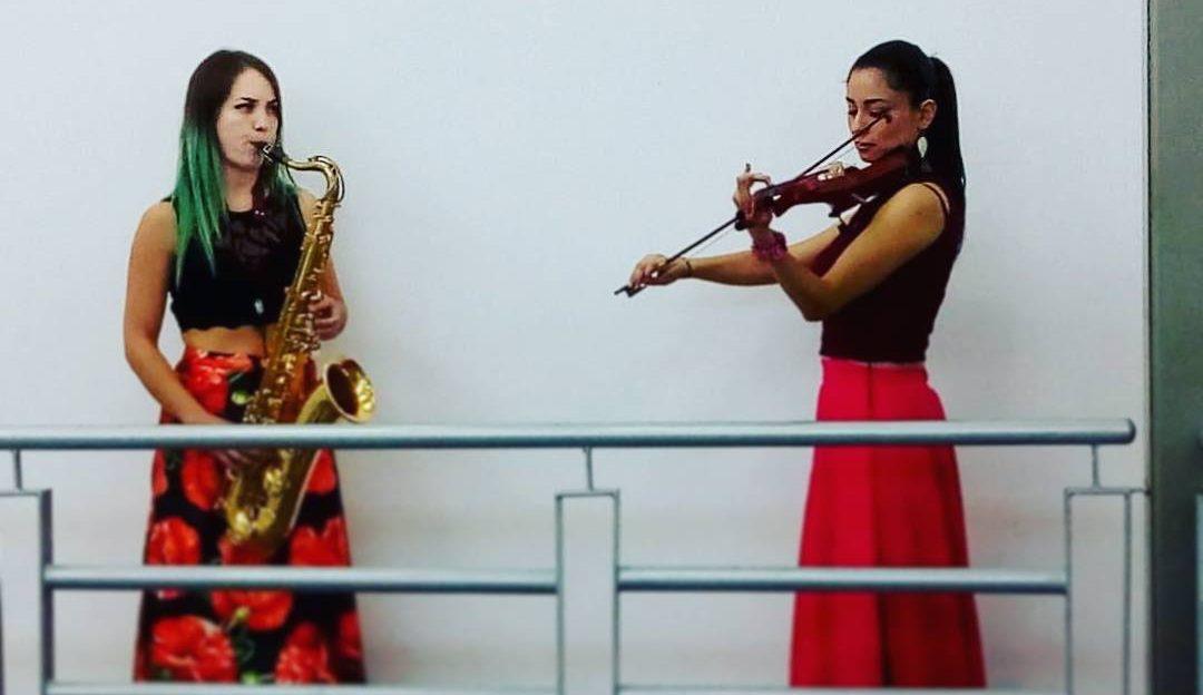 Dueto de violín con saxofón tenor
